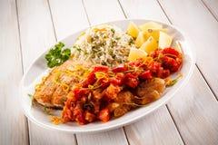 Блюдо рыб - зажаренная рыба с рисом Стоковое Фото