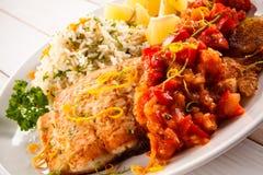 Блюдо рыб - зажаренная рыба с рисом Стоковая Фотография