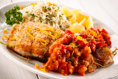 Блюдо рыб - зажаренная рыба с рисом Стоковые Изображения