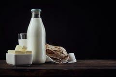 Блюдо сцены масла, молока и хлеба Стоковые Изображения