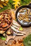Блюдо с грибами и луками леса Стоковое Фото
