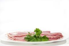 Блюдо с несколькими сырцовых поясниц и петрушкой свинины, с пустым пространством наверху Стоковое фото RF
