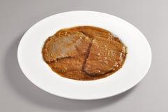 Блюдо с частью braised мяса Стоковое Изображение