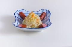 Блюдо с frankfurters и sauerkraut Стоковые Изображения