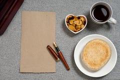 Блюдо формы сердца закуски хлеба кофе Стоковые Изображения RF