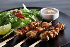 Блюдо цыпленка satay популярное азиатское Стоковое Изображение RF