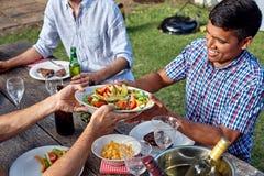 Блюдо человека салата Стоковое Фото