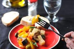 Блюдо Caponata типичное итальянское с картошкой стоковое фото