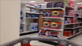 Вагонетка в магазине видеоматериал