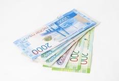 Вагонетка с деньгами, концепцией денег, изолированной на белизне стоковое фото