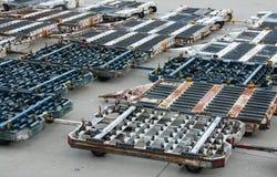 Вагонетки багажа на крупном аэропорте Стоковое фото RF