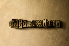 ВАЖНО - конец-вверх grungy года сбора винограда typeset слово на фоне металла иллюстрация штока
