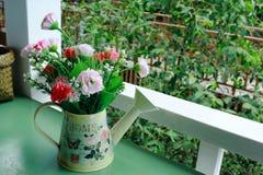 ваза искусственних цветков Стоковые Фотографии RF