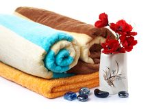 ваза полотенец камней цветков чудесная стоковое фото