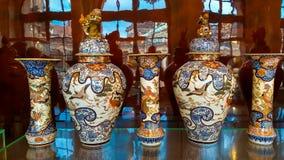 Ваза фарфора на интерьере дворца Zwinger в Дрездене стоковая фотография