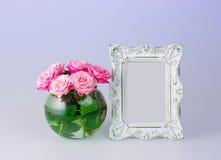 Ваза цветков и рамка года сбора винограда Стоковое Фото