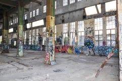 Вакантный и маркированный: Здание в руинах Стоковые Фото