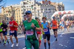 ВАЛЕНСИЯ, ИСПАНИЯ - 2-ОЕ ДЕКАБРЯ: Бегуны состязаются в марафоне XXXVIII Валенсия 18-ого декабря 2018 в Валенсия, Испании стоковые фотографии rf