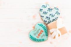 Валентайн дня приветствуя счастливое s карточки счастливый текст дня влюбленности на кашеваре Стоковое Изображение