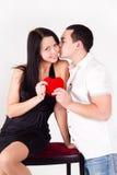 Валентайн человека s влюбленности девушки дня целуя Стоковые Изображения RF