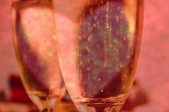 Валентинки сердце и игристое вино стоковые изображения rf