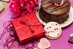 Валентинки торт и печенья с настоящим моментом Стоковые Изображения RF