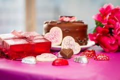 Валентинки торт и печенья с настоящим моментом Стоковое Изображение RF
