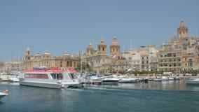 Валлетта, Мальта 4-ое июля 2016 Шлюпки и корабли в порте видеоматериал