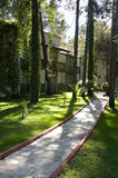 валы камня путя травы сада Стоковое Изображение