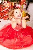 вал девушки подарков рождества вниз Стоковые Изображения RF