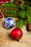 Вал ели рождества с pinecones и украшениями Стоковые Фотографии RF