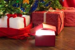 вал зеленого цвета подарка крупного плана рождества открытый красный Стоковое Изображение RF