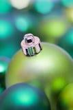 вал зеленого цвета рождества bauble Стоковые Изображения