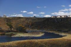 Вал и дом голубого неба Стоковое Фото
