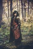 Вампир девушки в винтажном платье Стоковые Фото