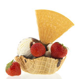 Ванильное мороженое чашки с плодоовощ Стоковые Изображения