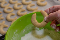 Ванильные печенья окунуты в сахаре пыли стоковые фотографии rf