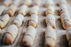 Ванильные полумесяцы перед печь Крены ванили Кашевар печенья крена Стоковые Изображения