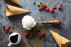 Ванильный ветроуловитель мороженого в ложке Стоковое Фото