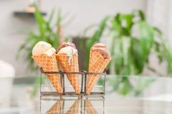 ваниль льда сливк конуса шоколада Стоковая Фотография