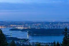 Ванкувера городской пейзаж ДО РОЖДЕСТВА ХРИСТОВА во время голубого рассвета часа Стоковое Фото