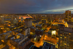 Ванкувера городской пейзаж ДО РОЖДЕСТВА ХРИСТОВА во время сумерк вечера Стоковые Фотографии RF