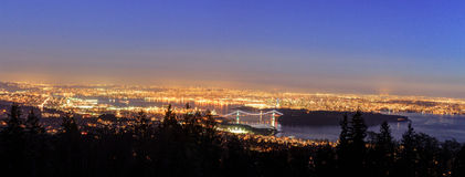 Ванкувера городской пейзаж ДО РОЖДЕСТВА ХРИСТОВА Канады с парком Стэнли и мост строба львов над входом Burrard на выравнивать гол стоковые фото