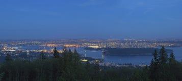 Ванкувера городской пейзаж ДО РОЖДЕСТВА ХРИСТОВА на голубой панораме часа стоковое изображение rf