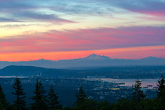 Ванкувера городской пейзаж ДО РОЖДЕСТВА ХРИСТОВА с взглядом утра ряда каскада Стоковое Изображение