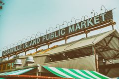 ВАНКУВЕР, КАНАДА - 10-ОЕ АВГУСТА 2017: Знак рынка Granville _ Стоковое Изображение RF