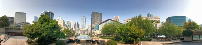 ВАНКУВЕР, КАНАДА - 10-ОЕ АВГУСТА 2017: Панорамный взгляд Robson кв Стоковое фото RF