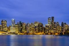 Ванкувер на голубом часе, ДО РОЖДЕСТВА ХРИСТОВА, Британская Колумбия, Канада Стоковое Изображение RF