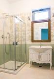Ванная комната гостиницы стиля Стоковые Изображения