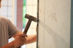 Ванная комната кроет реновацию черепицей стоковое фото rf